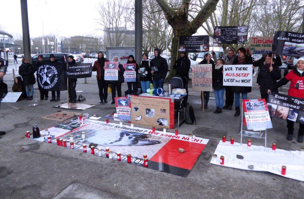 Mahnwache gegen das Brieftaubenwesen zur DBA in Dortmund