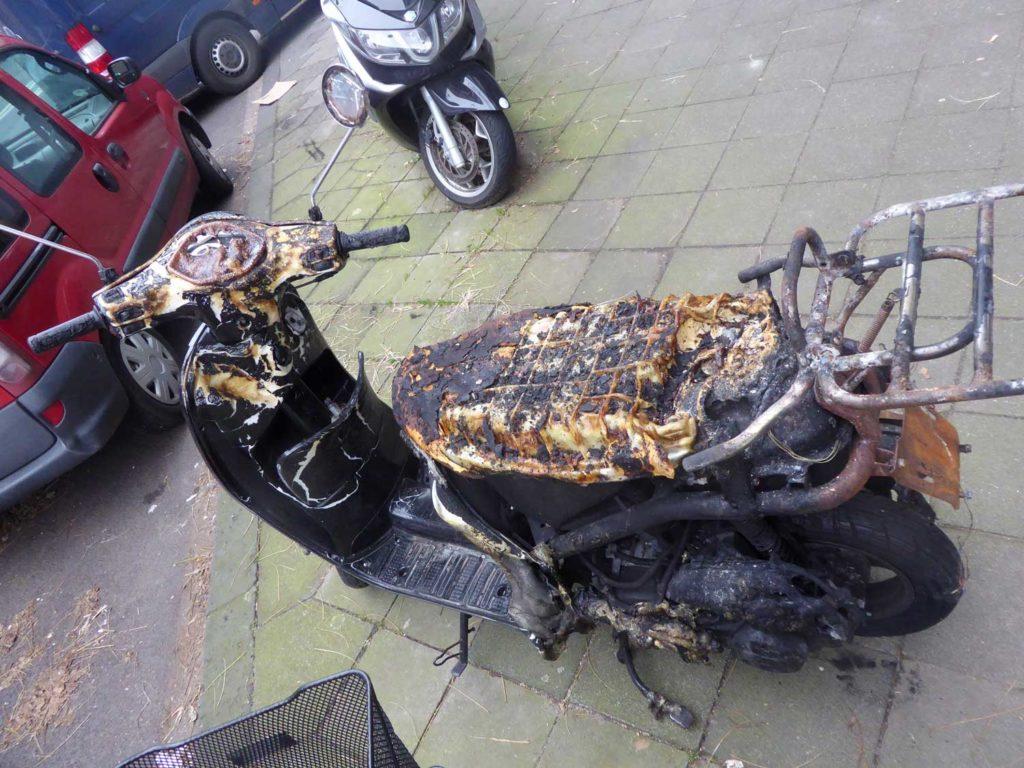 Ausgebrannter Motorroller